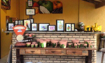 Um novo jeito de expor e vender arte em Búzios está chamando a atenção do público