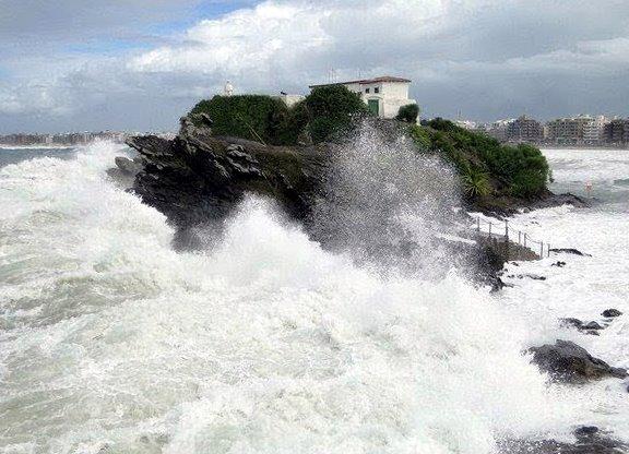 Marinha emite alerta de ressaca entre o litoral de Cabo Frio e Campos dos Goytacazes