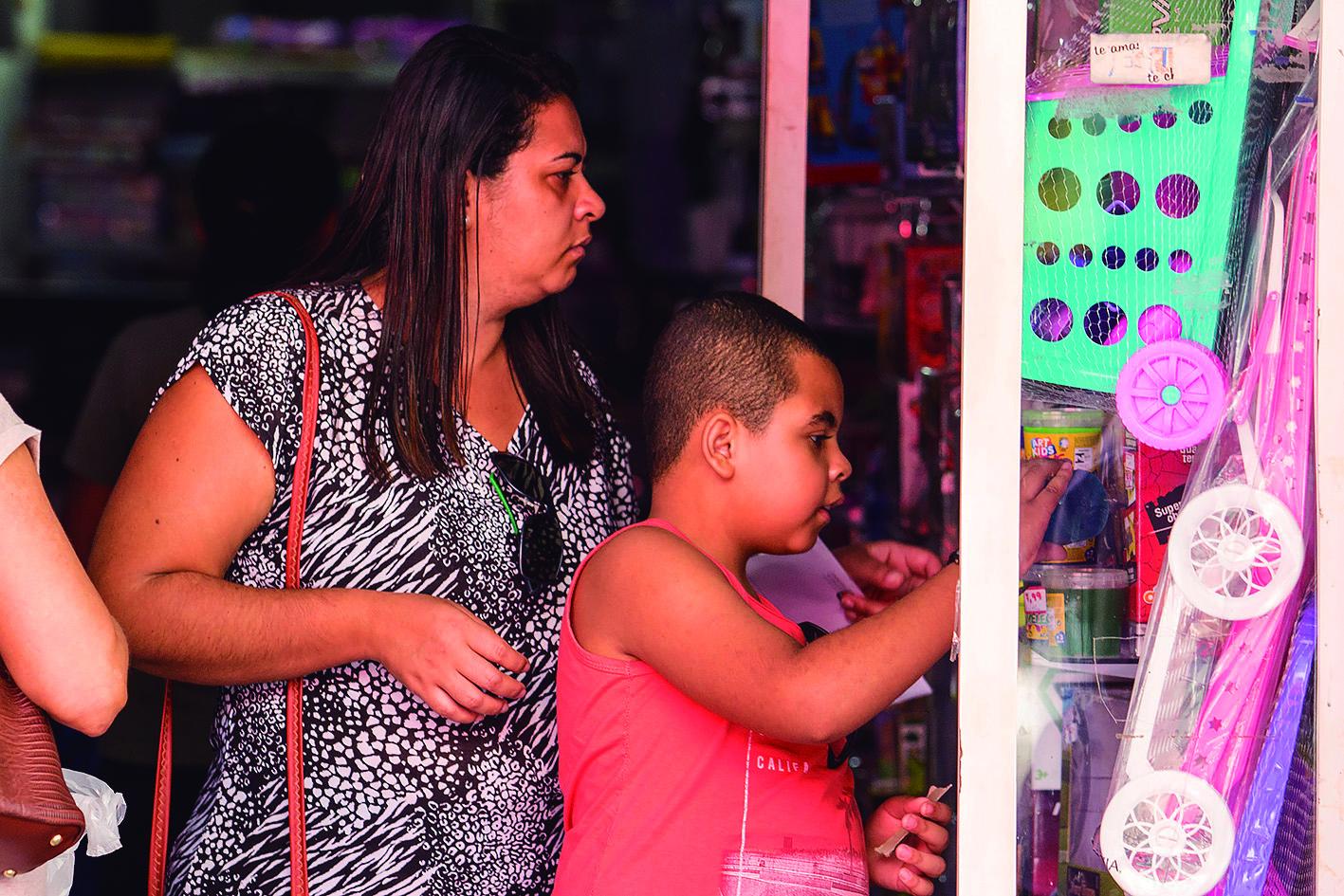 Procon de Macaé orienta pais na hora de comprar presentes no Dia das Crianças