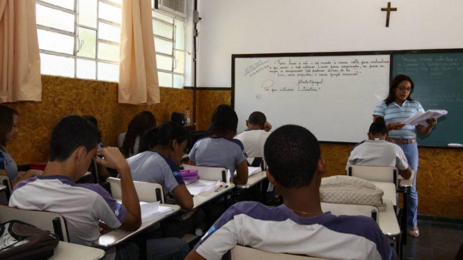 Governo do Estado do Rio terá que convocar quase mil professores concursados