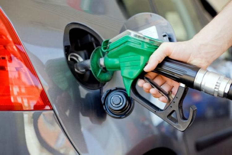 Petrobras eleva gasolina em 2,5% nas refinarias