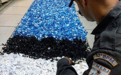 Polícia apreende pouco mais de R$ 118 mil em drogas enterradas no mangue da Malvinas, em Macaé