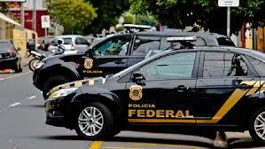 """Polícia Federal cumpre mandados de busca e apreensão em Araruama durante operação """"Zona Cinzenta"""""""