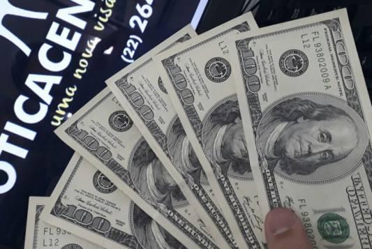Comerciante é alvo de golpe do dólar falso em Cabo Frio
