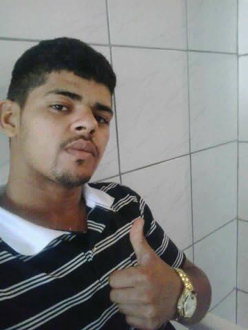 Jovem é morto a tiros em Macaé