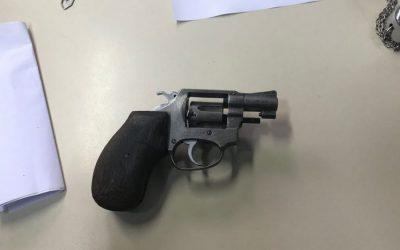Adolescente é apreendido com arma após praticar assalto no Centro de Macaé