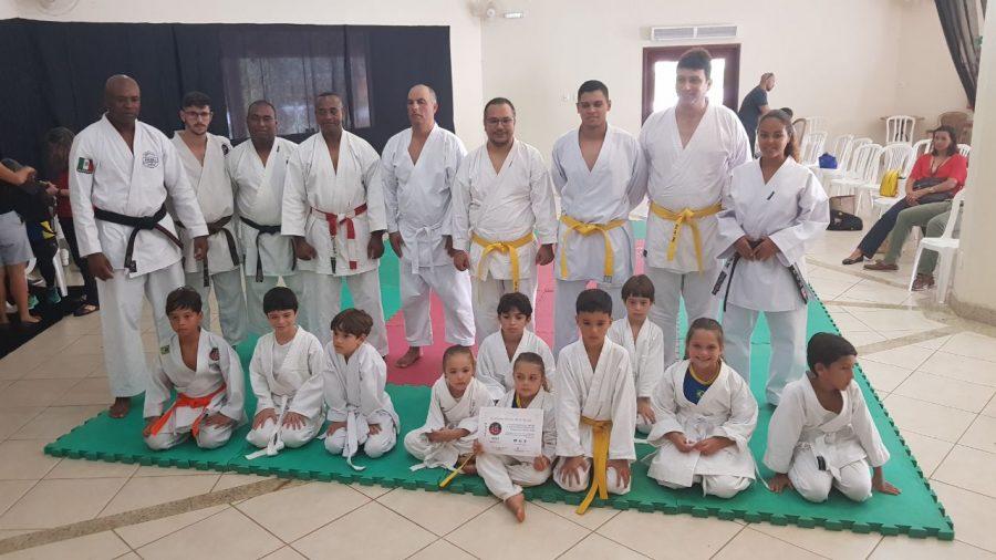 Projeto Escola Michi de Karatê dá aulas da modalidade para crianças e adultos em Macaé