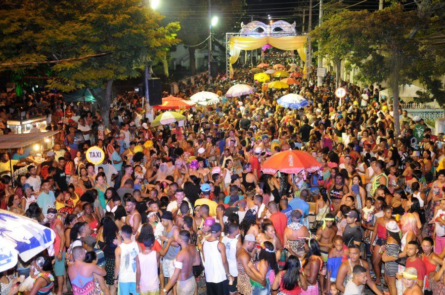 Em Quissamã, folia também já começou no Centro e nas praias de João Francisco, Barra do Furado e Visgueiro