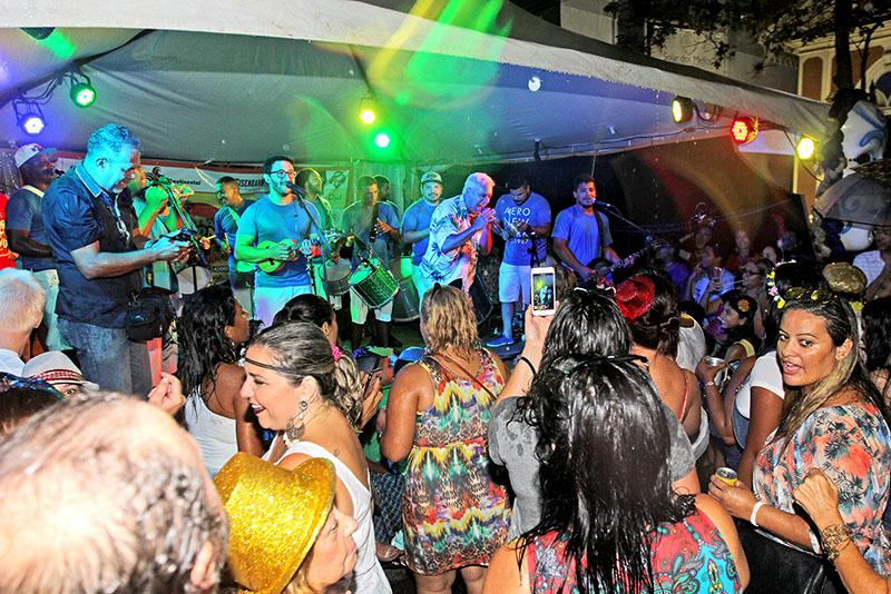 É Carnaval! Folia segue até terça-feira, dia 13, nas cidades da região. Escolha a fantasia,  a cidade e divirta-se!
